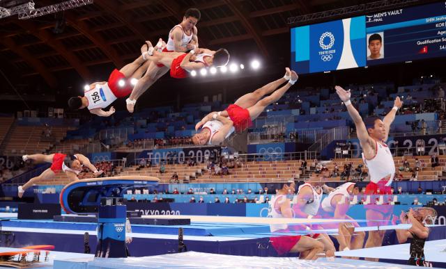 2일 일본 아리아케 체조경기장에서 열린 도쿄올림픽 남자 기계체조 도마 결선에서 신재환이 1차 연기를 하고 있다. 연합뉴스