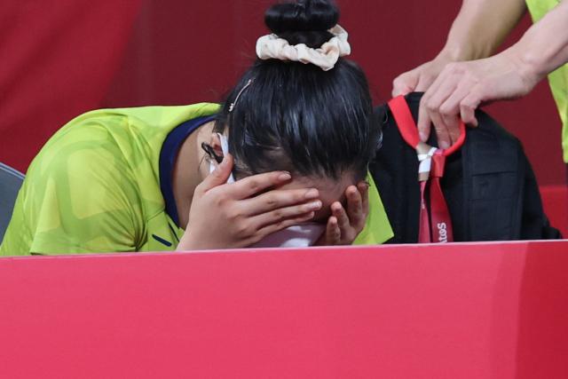 3일 일본 도쿄체육관에서 열린 도쿄올림픽 여자 탁구 단체전 8강 한국-독일 네 번째 단식. 독일에 역전패해 4강 진출에 실패한 대표팀의 신유빈이 아쉬워하고 있다. 연합뉴스