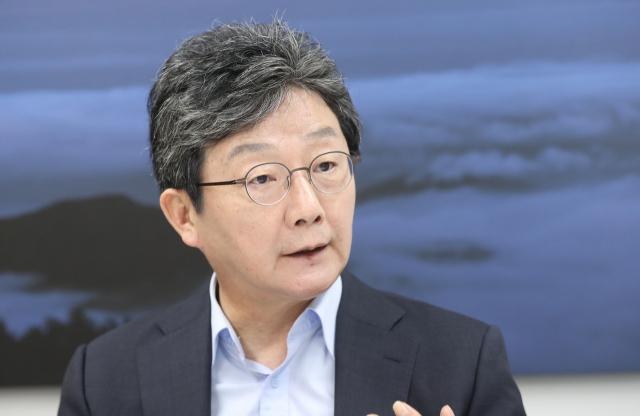 국민의힘 대권주자인 유승민 전 의원이 서울 여의도 희망22 사무실에서 연합뉴스와 인터뷰하고 있다. 연합뉴스
