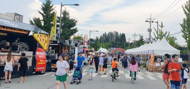 2019년 8월 세종문화예술회관 일원에서 열린 제17회 세종 조치원복숭아 축제에 많은 인파가 몰리고 있다. 사진=세종시 제공