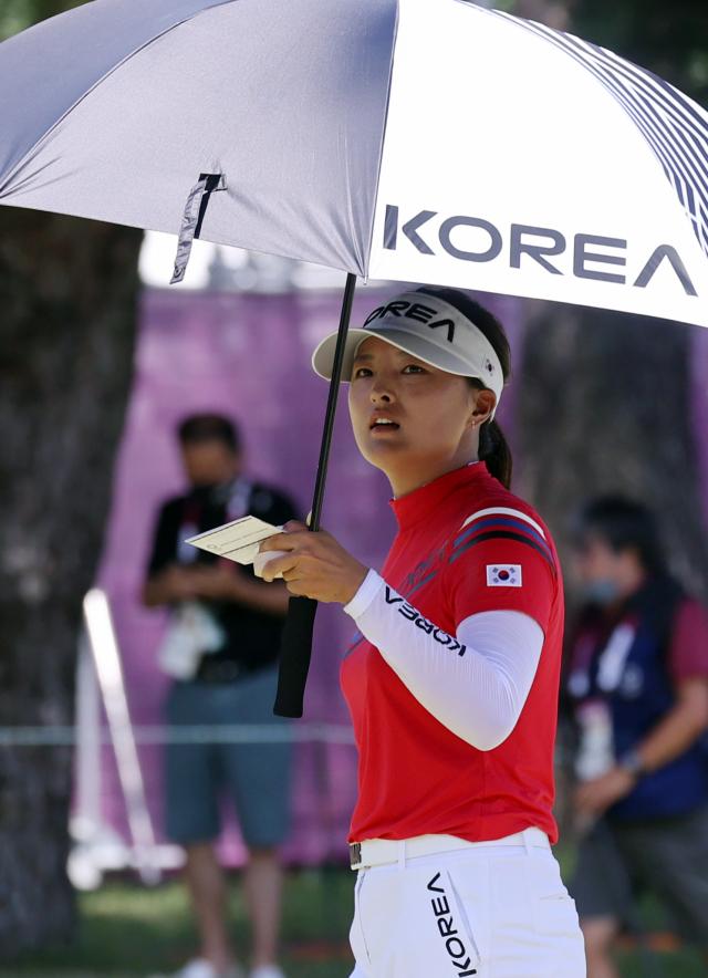 4일 일본 사이타마현 가스미가세키 컨트리클럽에서 열린 도쿄올림픽 여자골프 1라운드. 고진영이 3언더파로 18번홀을 끝내고 있다. 연합뉴스