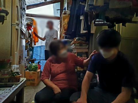 [성금내역] 남편은 아프고 지적장애, 대인기피증 자녀 돌보는 배미영 씨에 2,201만원 전달