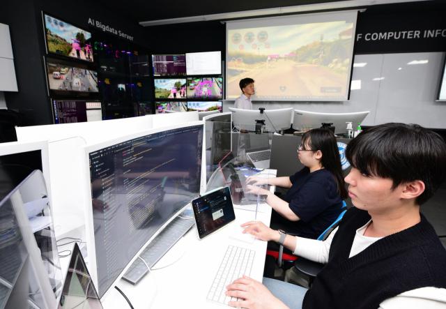 영진전문대 학생들이 인공지능 소프트웨어 개발 실습을 하고 있다. 영진전문대 제공