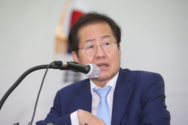 국민의힘 대권주자인 홍준표 의원이 10일 대구시당에서 기자간담회를 하고 있다. 연합뉴스