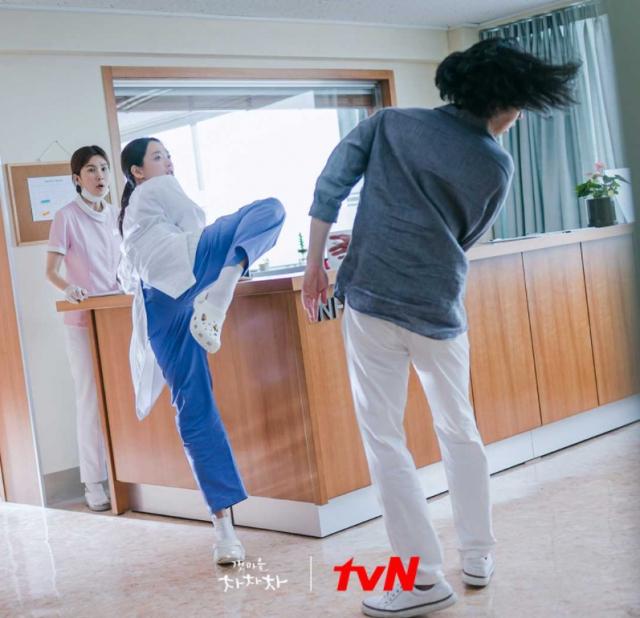 tvN 토일드라마 '갯마을 차차차'의 한 장면. tvN 제공