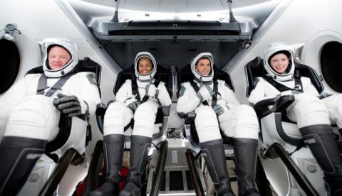 우주 여행 첫 발 내딛었다.. 스페이스x 민간인 태운 로켓 발사