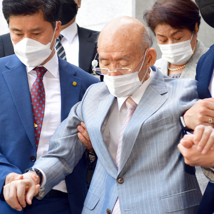 살아있는 전두환 장례 논의한 국회…국가장 대상일까?