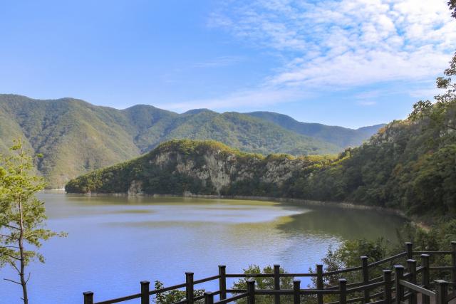 경북 청도군 운문면 공암풍벽이 한국관광공사가 선정한 가을 시즌 비대면 안심 관광지에 선정됐다. 청도군 제공