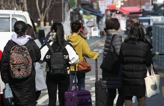 지난 2017년 서울 중구 명동의 중국인 관광객들. 자료사진. 연합뉴스