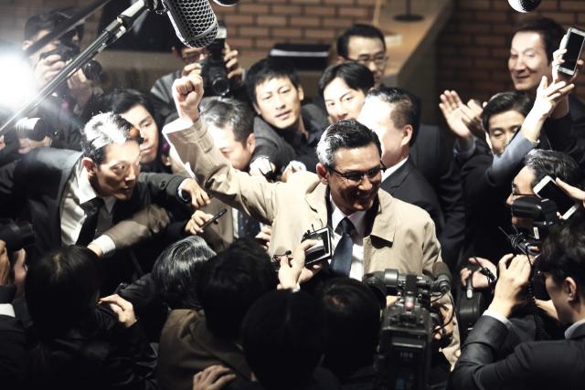 영화 '아수라'의 한 장면. 사진 중앙이 박성배(황정민 분) 안남시장. 네이버 영화