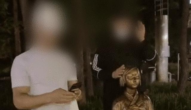 대구시민단체 '소녀상' 머리 친 외국인 2명 경찰 고발