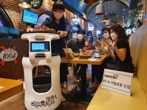 식당이든 호텔이든 종업원이 사라진다…AI 서빙로봇 대중화 시대