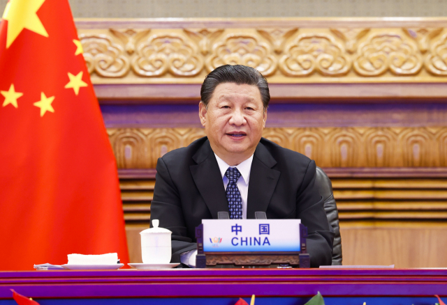 시진핑 중국 국가주석이 9일(현지시간) 수도 베이징에서 화상으로 열린 제13차 브릭스(BRICS·신흥 5개국 경제협의체) 정상회의에 참여해 기조연설을 하고 있다. 시 주석은 다자주의 원칙을 강조하면서 브라질, 러시아, 인도, 남아프리카공화국, 중국 다섯 나라가 속한 브릭스 진영이 보건·백신·경제·안보 등 여러 방면에서 협력을 강화하자고 제안했다. 연합뉴스