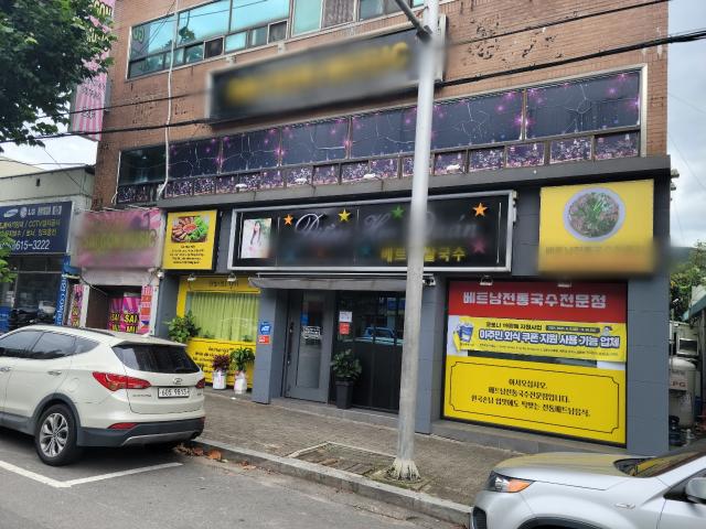 26일 대구 달성군 논공읍 소재에 위치한 베트남 노래방 문이 굳게 닫혀있다. 최혁규 기자
