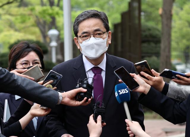 아들의 화천대유 고액 퇴직금 수령 사실이 드러난 국민의힘 곽상도 의원이 26일 탈당계를 제출했다. 연합뉴스