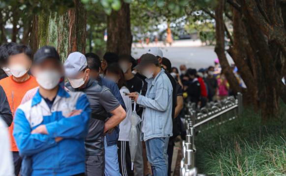 대구 신규 확진 또 100명대…'외국인 지인 모임' 감염 영향