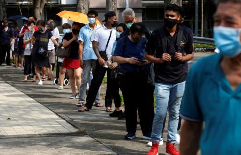 '접종완료 82%' 싱가포르, 일 확진 2200여명 쏟아졌다…'위드 코로나' 여파