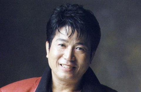 트로트 가수 신웅, 강간·성추행 등 혐의 징역 4년 구속