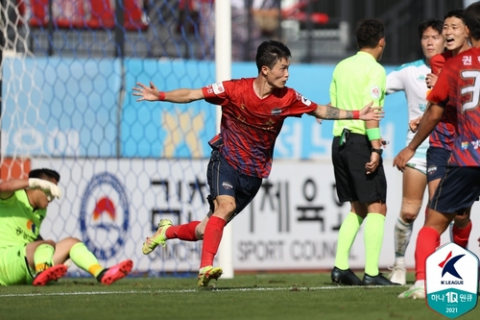 K리그2 김천 거침없는 5연승…승격이 보인다