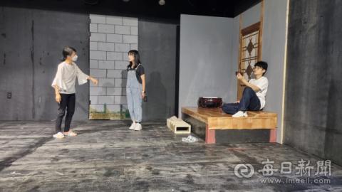극단 가인, 연극 '호아 티의 행복한 인생' 공연