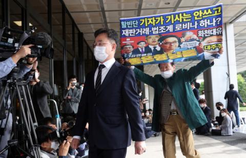 검찰 출석한 김만배