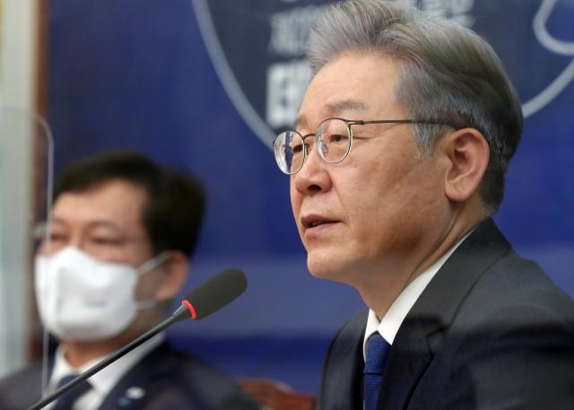 이재명, 대장동 사업 직접 지휘…최소 10차례 결재 서명