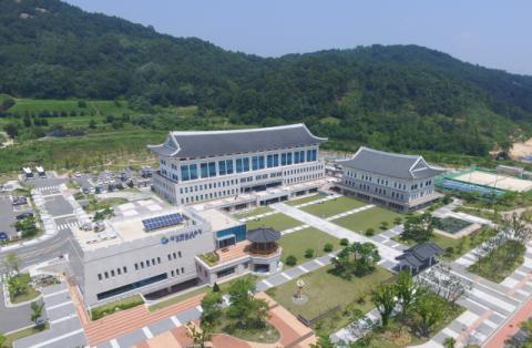 학생 줄어도 예산 퍼주기…경북교육청 '넘치는 곳간' 논란