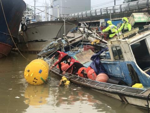 경북 울진해경, 침몰 및 침수 선박 인양