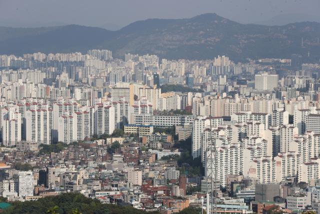 14일 오후 서울 남산에서 바라본 서울 시내 아파트. 연합뉴스