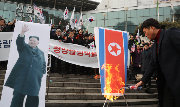 北 현송월 방한때 인공기 불 태운 조원진 '벌금형' 확정