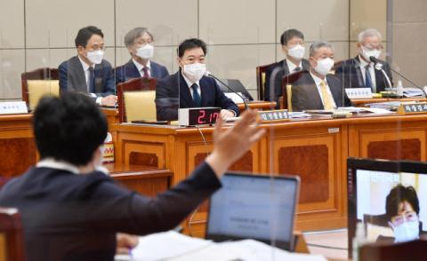 법사위 대검 국감서 여야 충돌… 윤석열 정조준한 與 vs 이재명 맹공한 野