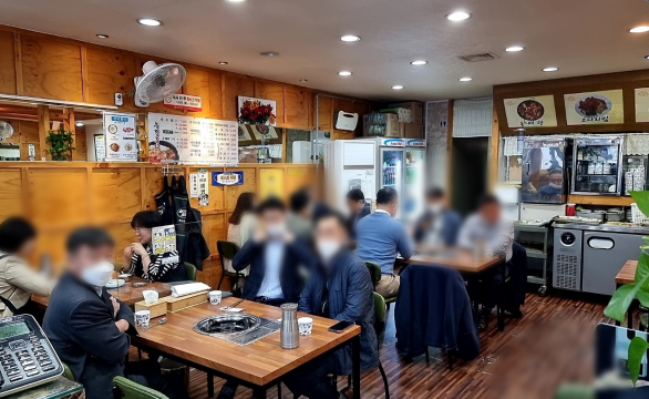 완화된 사회적 거리두기…자영업자·직장인 '희비교차'
