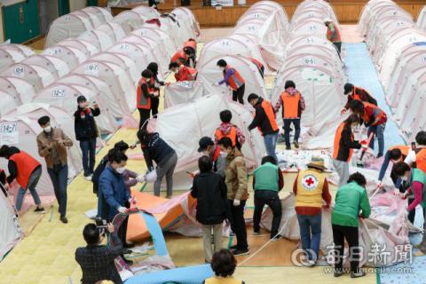 [포토뉴스] 포항 지진 4년만에 흥해체육관 임시구호소 생활 마감