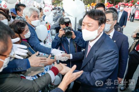 [포토뉴스] 국민의힘 대선 후보자 대구경북 토론회 참석한 윤석열 후보