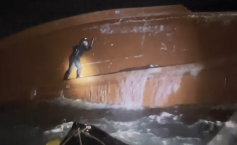 독도 사고 어선 중국인 선원 2명 구조…나머지 7명 수색 중