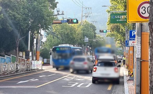 스쿨존 주정차 전면 금지 첫날…교통 정체·위험은 그대로