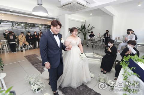 [포토뉴스] 카페에서 열린 작은 결혼식