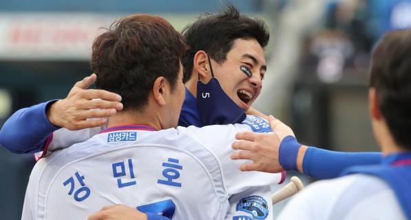 '약속의 8회' 삼성 구자욱·강민호 '쾅·쾅'…SSG와 무승부