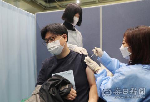 [포토뉴스] 코로나19 백신 접종