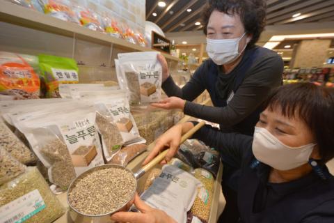 [포토뉴스]대구백화점 베타글루칸 풍부 '흑찰보리쌀' 첫 선