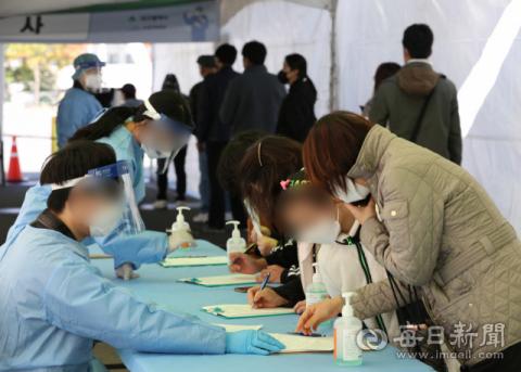 [포토뉴스] '위드 코로나' 방심은 금물...대구 신규 확진자 다시 증가세