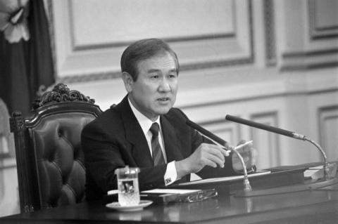 노태우 '국가장·국립묘지 안장' 여부…문 대통령 결정은?