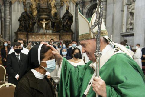프란치스코 교황, 바티칸서 코로나19 백신 부스터샷 접종